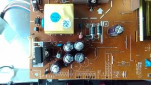 LG FLATRON W2261VG 電源が入らない 分解 コンデンサ頭部膨張