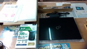 パソコン販売 FUJITSU LIFEBOOK WA2/A3 @WMVWA3A27B2とI-O DATA WN-G300R3