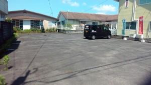 駐車場は車8台分ぐらいのスペースがあります