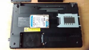 SONY VAIO PCG-71311N(VPCEB29FJ) HDD取り出し