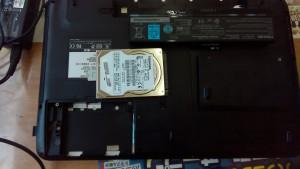 dynabook T451/46EW (PT45146ESFW) HDD取り出し
